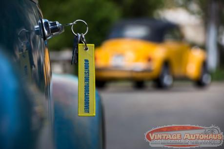 """Porte clés jaune  """"DON'T STORE YOUR CAR"""""""